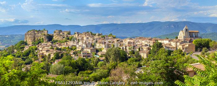 Hilltop village of Saignon, Vaucluse, Provence-Alpes-Côte d'Azur, France