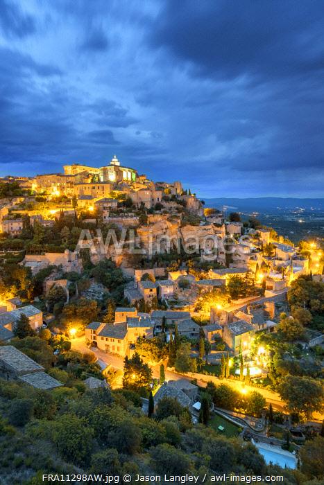 Hilltop town of Gordes at night, Vaucluse, Provence-Alpes-Côte d'Azur, France