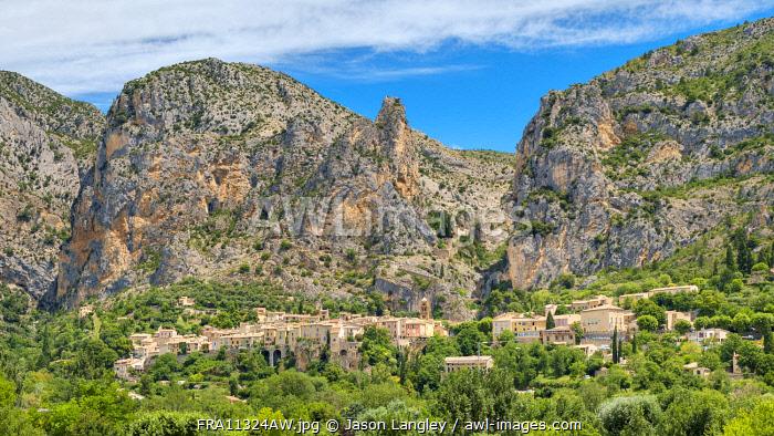 Town of Moustiers-Sainte-Marie at the entrance of the Gorge du Verdon, Alpes-de-Haute-Provence, Provence-Alpes-Côte d'Azur, France
