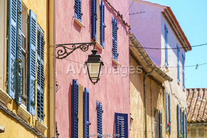 Colorful buildings in historic old town of Sanary-sur-Mer, Var department, Provence-Alpes-Côte d'Azur, France