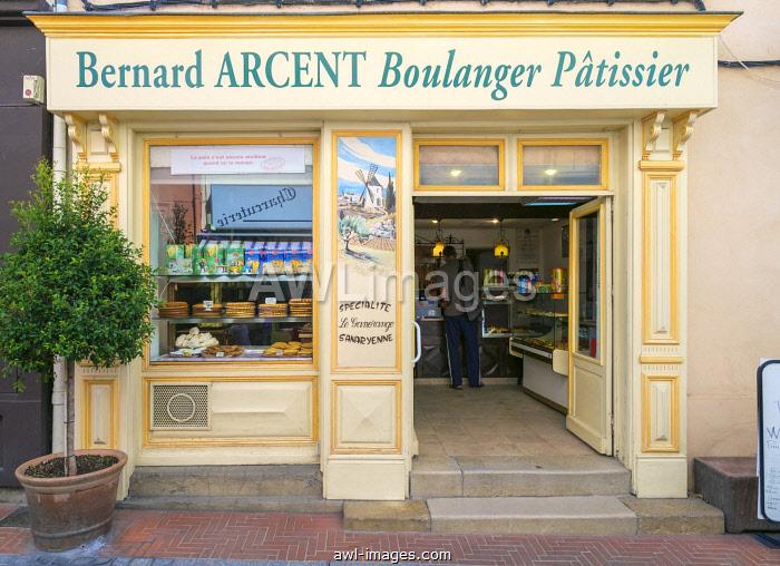 French bakery in historic old quarter of Sanary-sur-Mer, Var department, Provence-Alpes-Côte d'Azur, France
