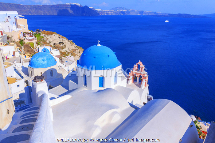 awl-images.com - Greece / Oia village, elevated view, Oia, Santorini, Cyclades Islands, Greece