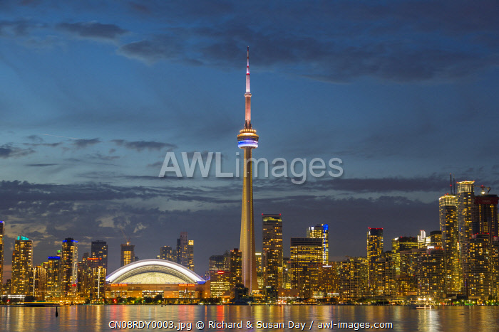 awl-images.com - City skyline at dusk, Toronto, Ontario, Canada