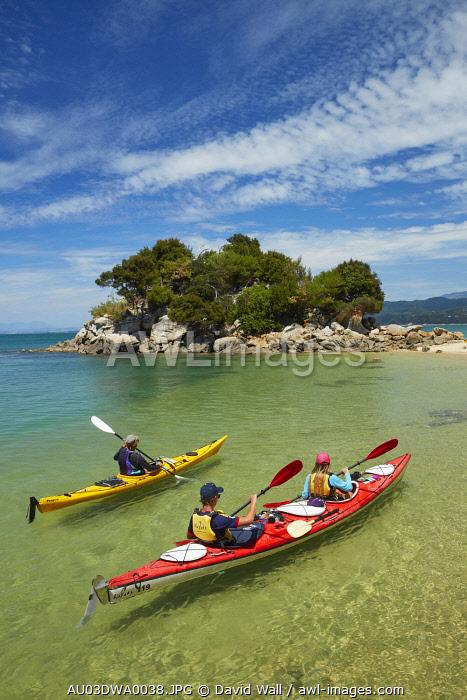 Kayakers, Fisherman Island, Abel Tasman National Park, Nelson Region, South Island, New Zealand (MR)