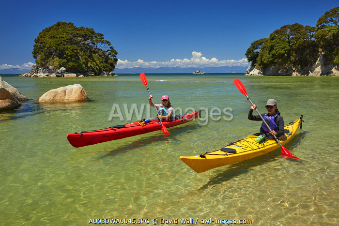 Kayakers, Mosquito Bay, Abel Tasman National Park, Nelson Region, South Island, New Zealand (MR)