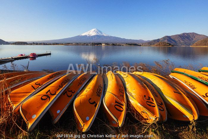 Asia, Japan, Honshu, Yamanashi prefecture, Mt Fuji (3776m) - Unesco site, boats on Kawaguchiko lake