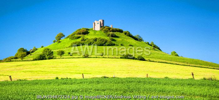 Desenberg Castle, also Daseburg, castle ruin on basalt hill, landmark of the Warburger Börde, Warburg, North Rhine-Westphalia, Germany, Europe