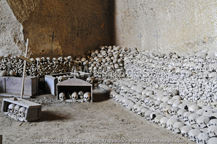 Skulls, bones, Fontanelle cemetery, historic cemetery in an underground cave system, Naples, Campania, Italy, Europe