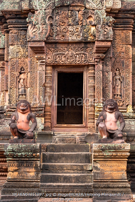 Guardian figures in Banteay Srei temple, Angkor Archaeological Park, Siem Reap, Cambodia, Asia