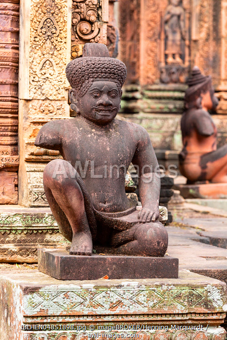 Guardian figure in Banteay Srei temple, Angkor Archaeological Park, Siem Reap, Cambodia, Asia