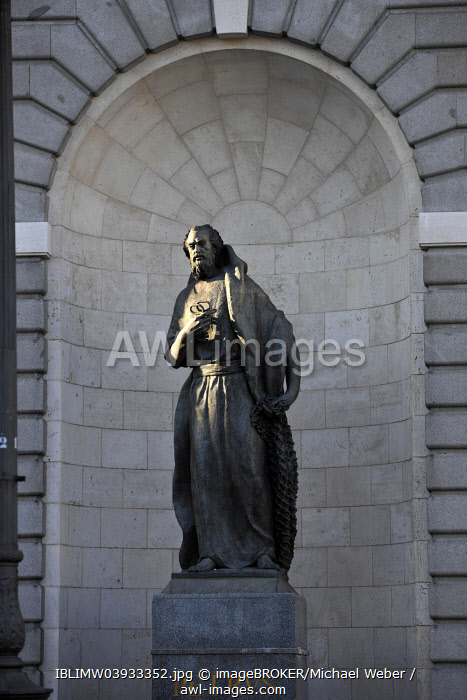 Statue, St. Peter with key, Almudena Cathedral, Madrid, Spain, Europe