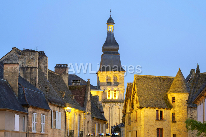 Old houses on Place de la Liberte and tower of Cathedrale Saint-Sacerdos at dusk, Sarlat-la-Canada, Dordogne Department, Aquitaine, France, Europe