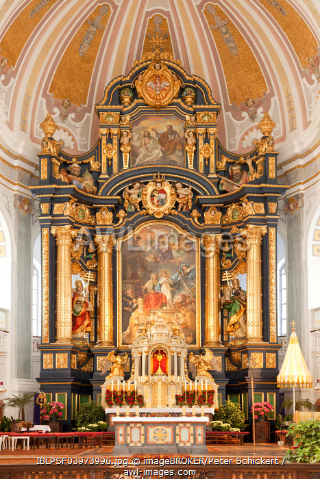 Altar, neo-baroque Basilica of St. Anna in the pilgrimage town Altotting, Upper Bavaria, Bavaria, Germany, Europe