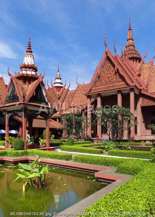National Museum, courtyard with pond, Khmer style, Phnom Penh, Cambodia, Asia