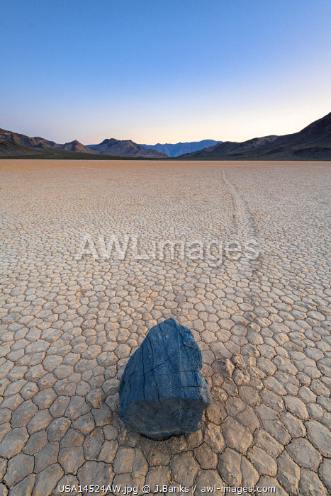 awl-images.com - USA / Moving boulders at Racetrack playa, Death Valley National park, California, USA