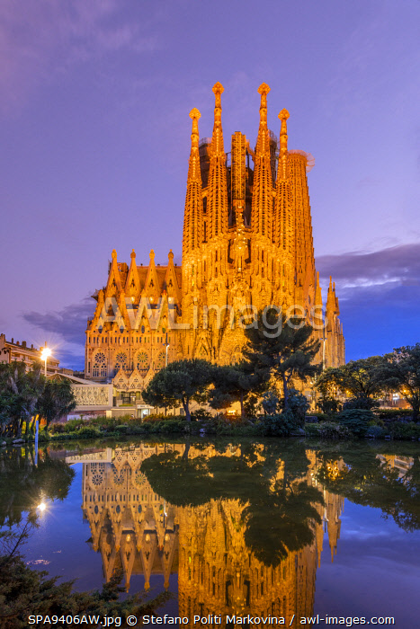 awl-images.com - Spain / Nativity facade, Sagrada Familia basilica church, Barcelona, Catalonia, Spain