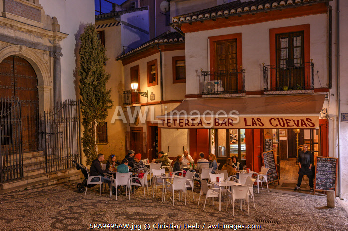 awl-images.com - Spain / Spain, Andalusia, Granada, street cafe