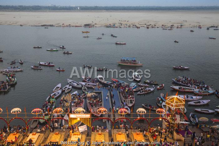 India, Uttar Pradesh, View of Dashashwamedh Ghat and Ganges river