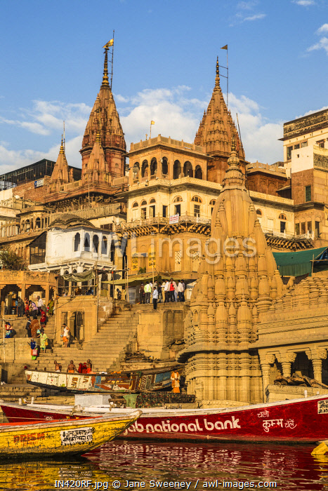 India, Uttar Pradesh, Varanasi, View towards the submerged Shiva temple at Scindia Ghat