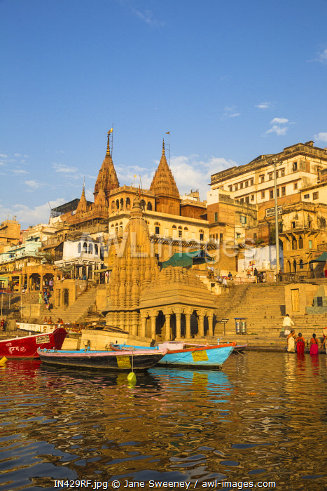 India, Uttar Pradesh, Varanasi, View towards the submerged Shiva temple at Scindia Ghat