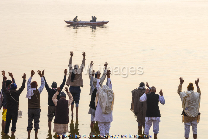 India, Uttar Pradesh, Varanasi, Pilgrims praying in Ganges river