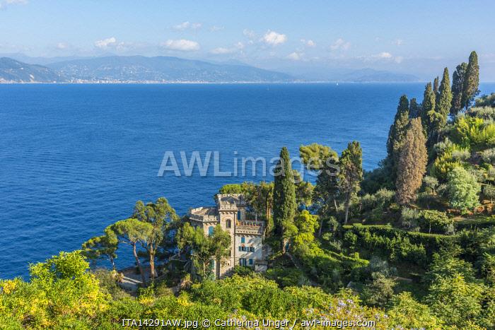 europe, Italy,Liguria. View from the castello Brown down to a picturesque villa in Portofino