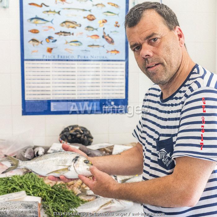 Europe, Italy, Liguria. Genoa, Boccadasse. Fresh fish in a shop.