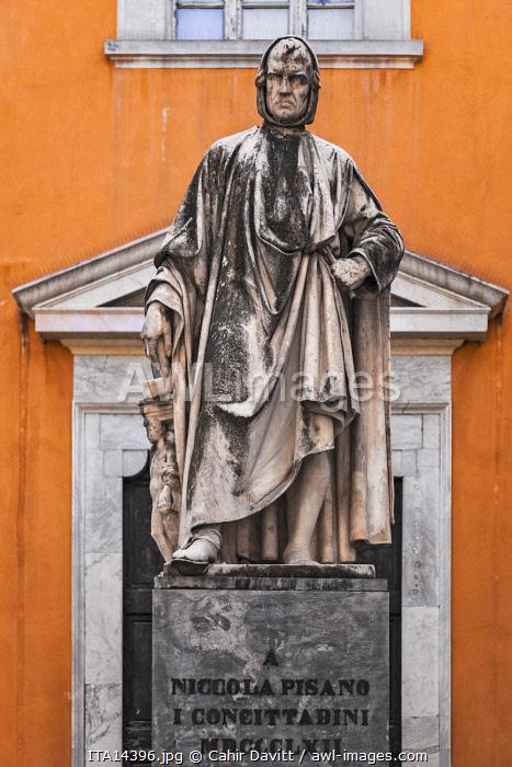 Statue of Nicola Pisano by Salvino Salvini, outside the Santa Maria del Carmine Church, Pisa, Tuscany, Italy.