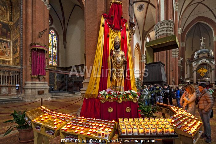 Interior of the Basilica di San Petronio, Piazza Maggiore, Bologna, Emilia Romagna, Italy.