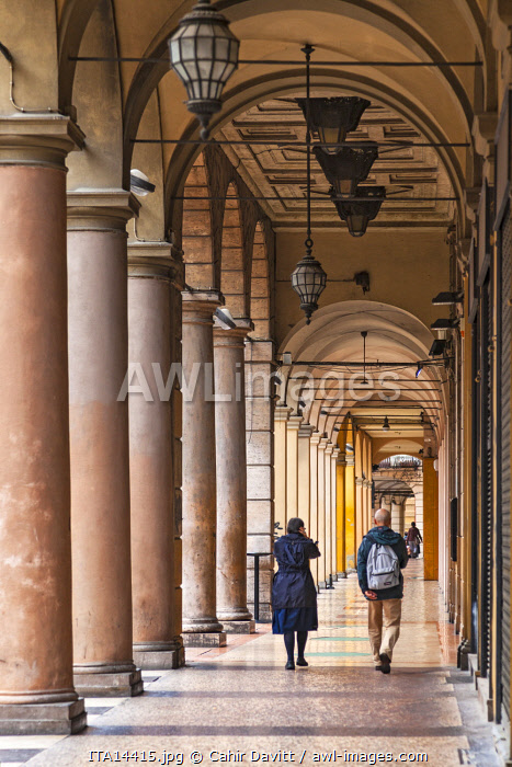 Typical Bolognese street arcade on the Via Monte Grappa, Bologna, Emilia Romagna, Italy.
