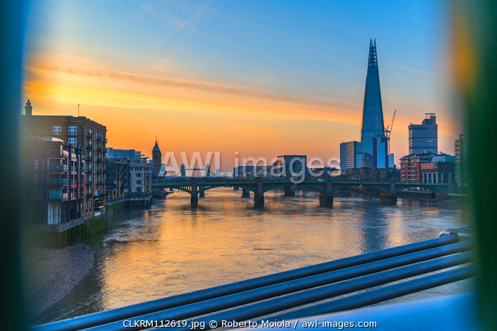 awl-images.com - England / Sunrise over river Thames towards Southwark Bridge, The Shard and London Bridge, London, United Kingdom