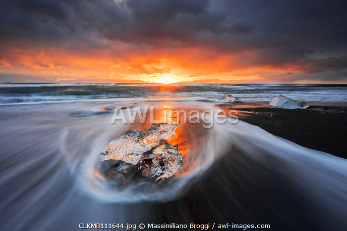 awl-images.com - Iceland / Block of ice at sunrise, Jokulsarlon, Diamond beach, Austurland, Iceland