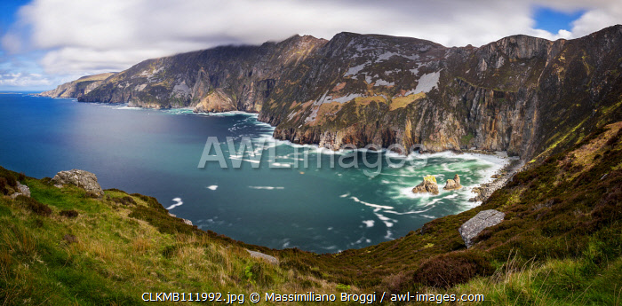 awl-images.com - Ireland / Clouds rushing over Slieve League, Ulster, Donegal, Ireland, Northern Europe