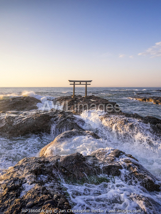 awl-images.com - Japan / Traditional Japanese torii gate at the Oarai Isosaki Shrine, Ibaraki Prefecture, Japan