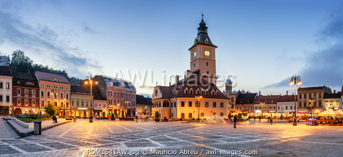 Piata Sfatului (Council Square) at dusk, with the former Council House, built in 1420, in the middle. Brasov, Transylvania. Romania