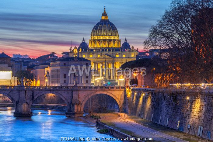 Italy, Lazio, Rome, River Tiber, St. Peter's Basilica
