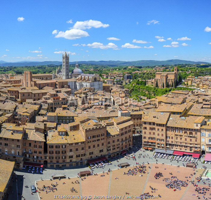 Piazza del Campo and buildings in old town, high angle view. UNESCO World Heritage Site, Siena, Tuscany, Italy, Europe.