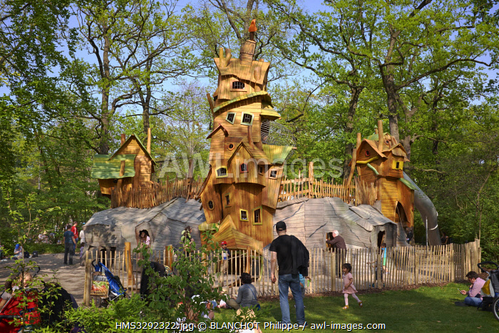 awl-images.com - Germany / Germany, Berlin, Tiergarten District, Zoological Garden, Playground for children