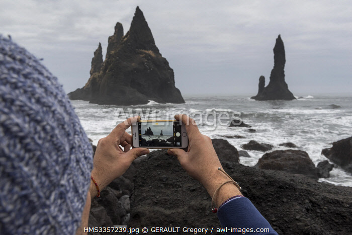 awl-images.com - Iceland / Iceland, South Iceland, Sudurland Region, Vik, Reynisfjara beach and Reynisdrangar needles, iphone
