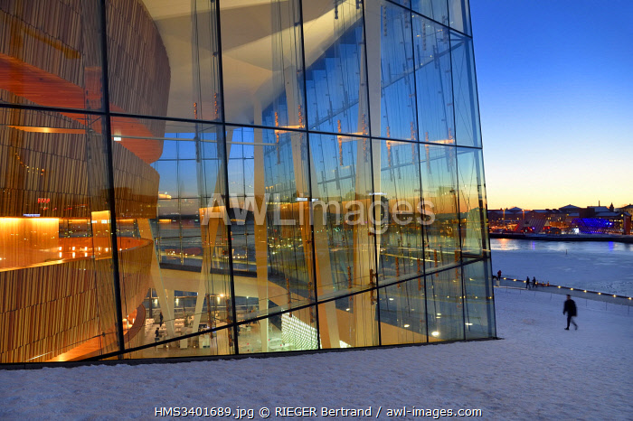 awl-images.com - Norway / Norway, Oslo, dock area of Bjorvika, the Opera under the snow, designed by the architecture firm Snohetta including Tarald Lundevall