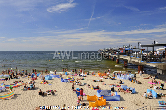 awl-images.com - Poland / Poland, West Pomeranian, Miedzyzdroje, beach and pier or Molo by the Baltic Sea