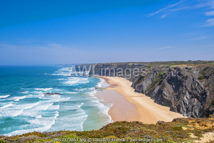 awl-images.com - Portugal / Portugal, Algarve region, Southwest Alentejano and Costa Vicentina Natural Park, the hike Rota Vicentina between Arrifana and Aljezur on the fishermen trail, Praia do Medo da Fonte Santa
