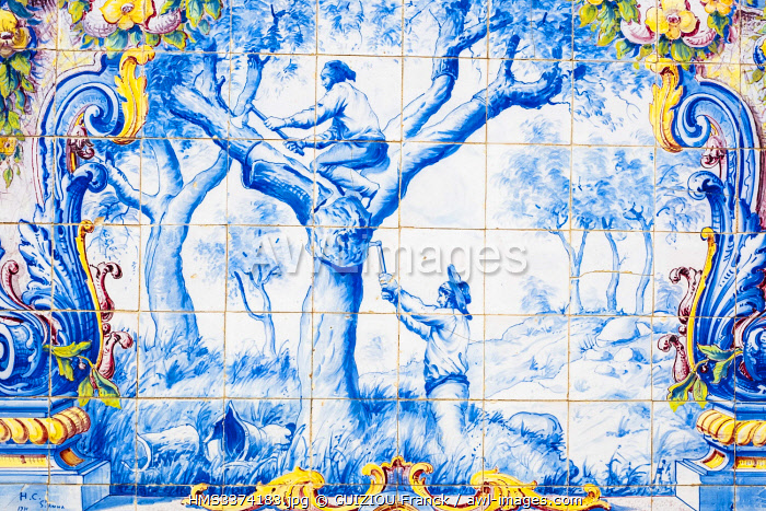 awl-images.com - Portugal / Portugal, Alentejo region, Santiago do Cacem on the hiking trail Rota Vicentina (historical Way GR 11), former train station covered with azulejos