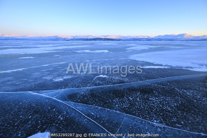 awl-images.com - Sweden / Sweden, Lapland, region listed as World Heritage by UNESCO, Norrbotten County, patterns of ice and snow on the surface of Lake Tornetrask, frozen in winter