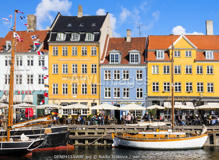 awl-images.com - Denmark / Nyhavn - a waterfront, canal and entertainment district in Copenhagen, Denmark