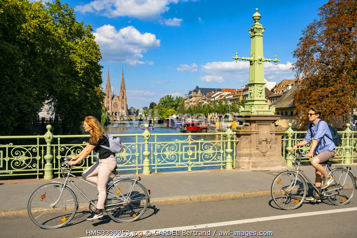 awl-images.com - France / France, Bas Rhin, Strasbourg, old city listed as World Heritage by UNESCO, Saint Guillaum Bridge