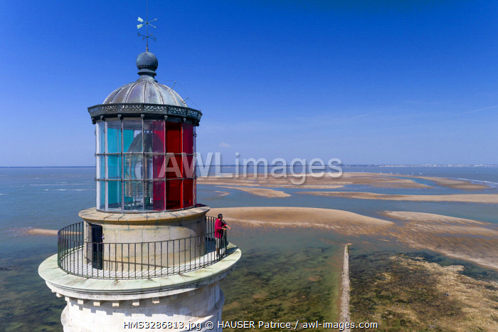 awl-images.com - France / France, Gironde, Verdon sur Mer, rocky plateau of Cordouan, lighthouse of Cordouan, classified Monument Historique, the lighthouse keeper at low tide (aerial view)