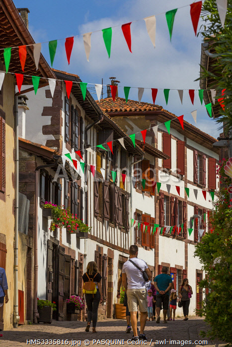 awl-images.com - France / France, Pyrenees Atlantiques, Bask country, Saint Jean Pied de Port, the street of Spain