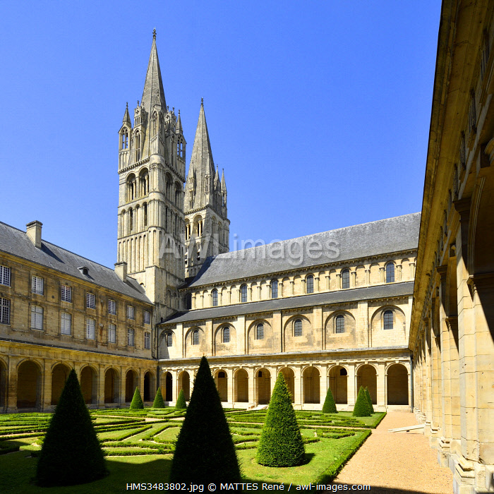 France, Calvados, Caen, the Abbaye aux Hommes (Men Abbey), cloister and Saint Etienne abbey church