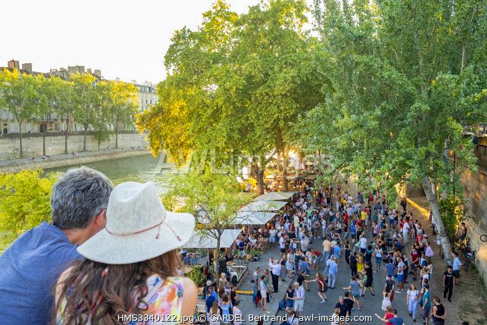 France, Paris, Parc des Rives de Seine, dance class in front of the houseboat cafe the Marcounet
